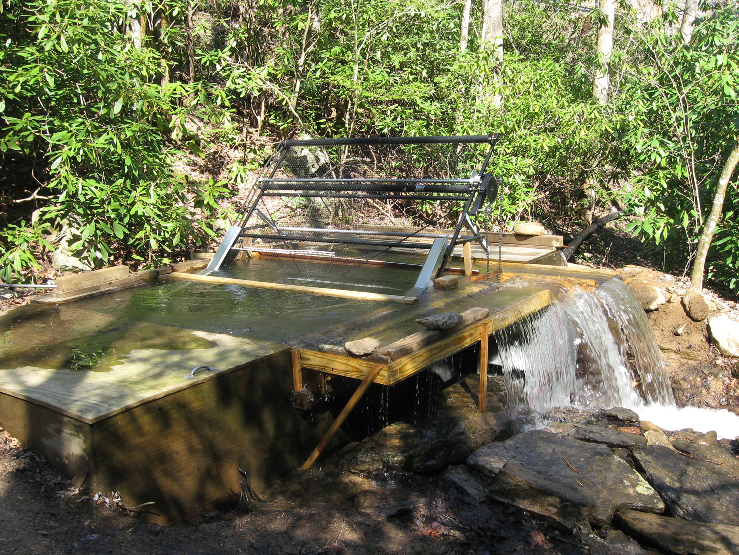Micro hydro leaf catcher